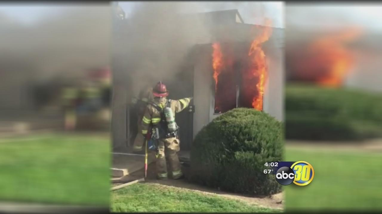 Police: Fresno man arrested after setting girlfriends apartment on fire