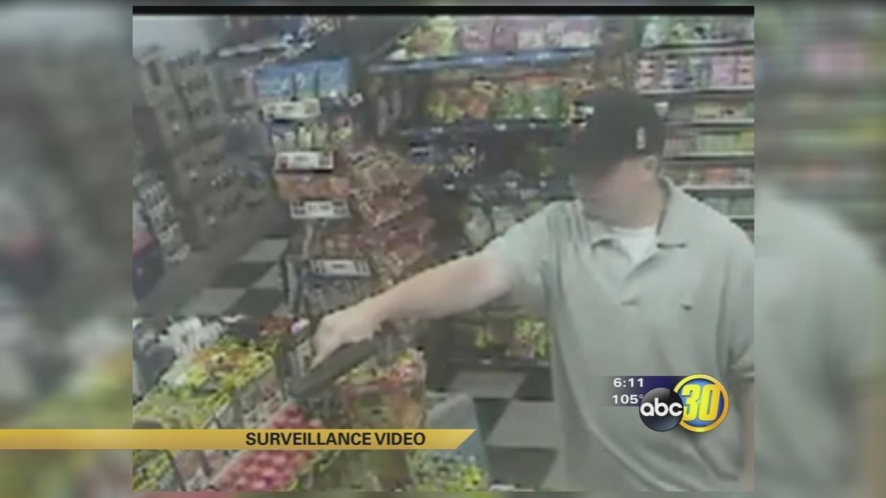 Gunman sought in Visalia liquor store holdup