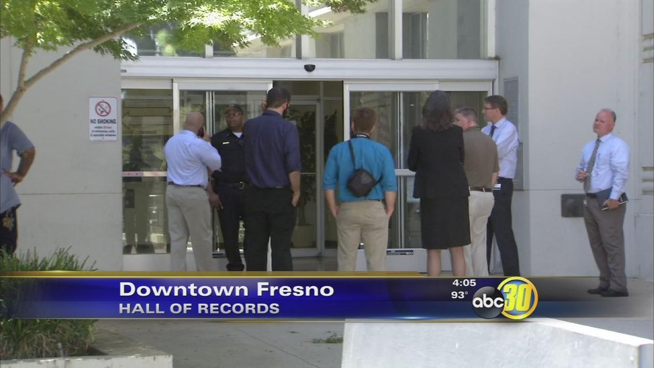 Pipe bursts, floods Hall of Records in Downtown Fresno
