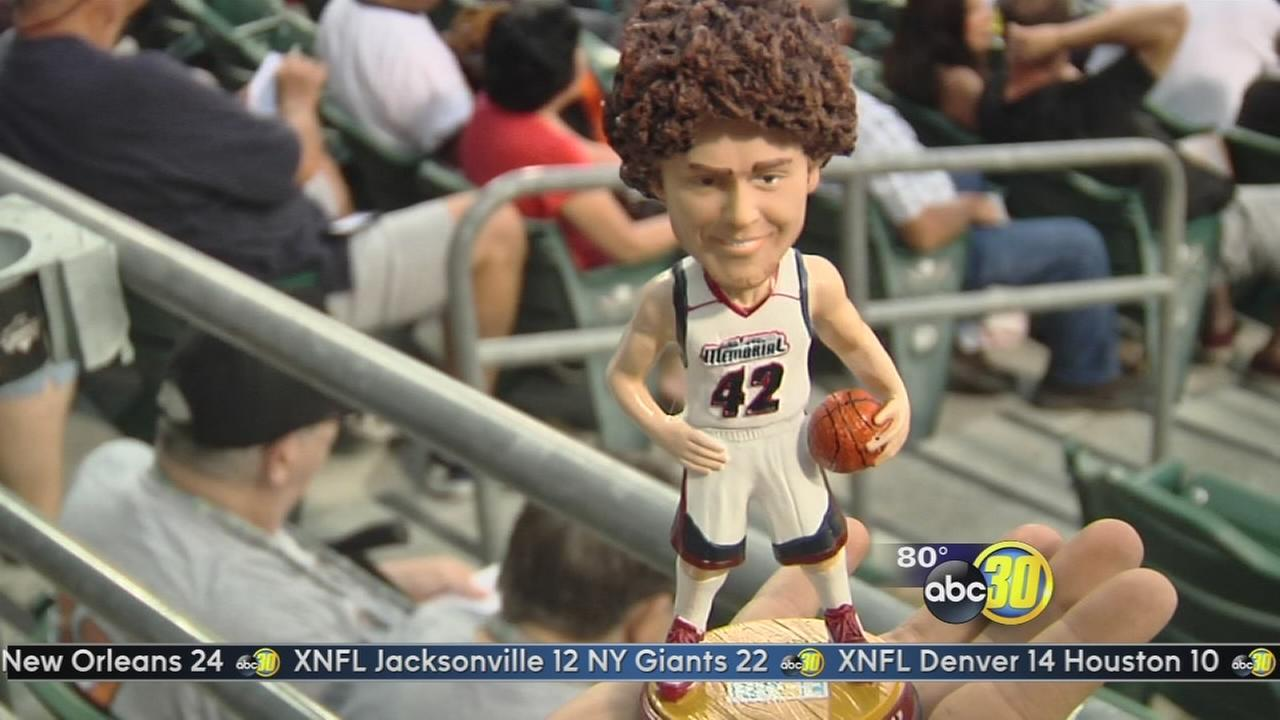 Grizzlies honor Robin Lopez for being Fresno Famous