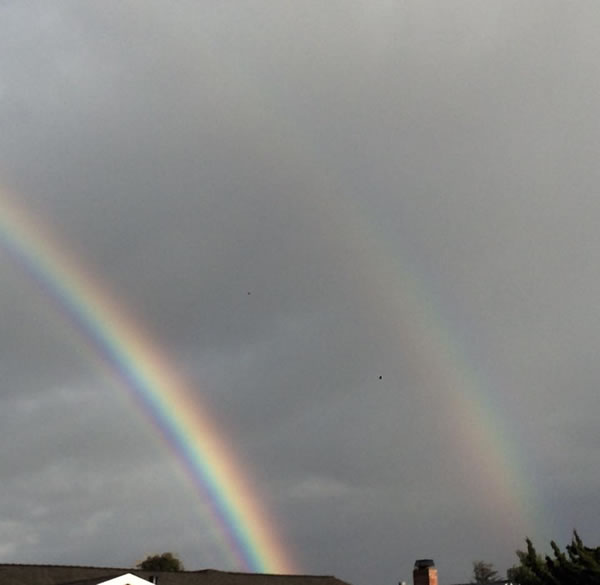 <div class='meta'><div class='origin-logo' data-origin='none'></div><span class='caption-text' data-credit='Photo submitted to KGO-TV by Lisa Souza/Facebook'>This photo shows a double rainbow Tuesday, January 5, 2016.</span></div>