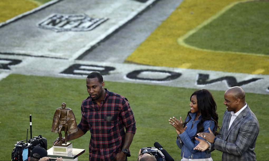 <div class='meta'><div class='origin-logo' data-origin='none'></div><span class='caption-text' data-credit='AP Photo/Charlie Riedel'>49ers wide receiver Anquan Boldin receives the 2015 Walter Payton Man of the Year before Super Bowl 50 between the Broncos and the Panthers on Feb. 7, 2016, in Santa Clara, Calif.</span></div>