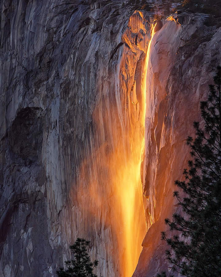 <div class='meta'><div class='origin-logo' data-origin='none'></div><span class='caption-text' data-credit='Photo submitted to KGO-TV by @vjclickz/Instagram'>This image taken in February 2016 shows the waterfall at Horsetail Falls in Yosemite National Park illuminated by the sunset.</span></div>