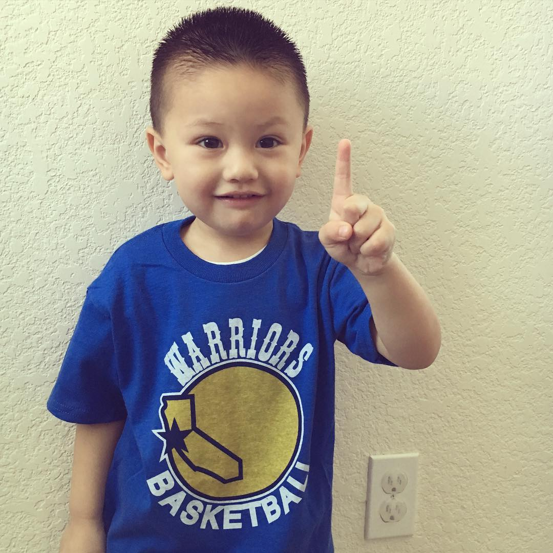 <div class='meta'><div class='origin-logo' data-origin='none'></div><span class='caption-text' data-credit='Photo submitted to KGO-TV by @lboogieyee/Instagram'>Don't know if this little can count yet, but he knows the Warriors are number 1!</span></div>
