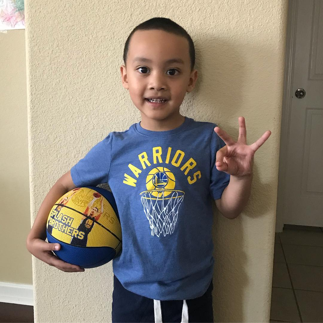 <div class='meta'><div class='origin-logo' data-origin='none'></div><span class='caption-text' data-credit='Photo submitted to KGO-TV by inamay/Instagram'>Warriors fans show their spirit during the 2017-2018 season. Share your photos using #DubsOn7 and you may see them online or on TV!</span></div>