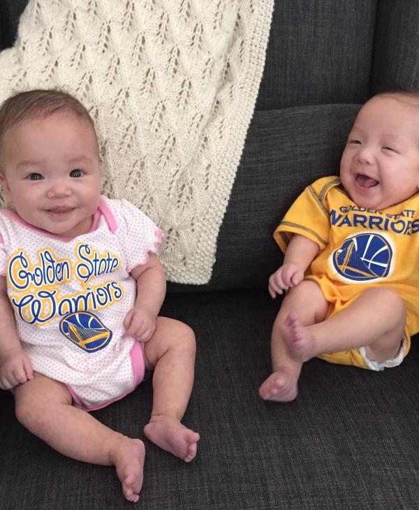<div class='meta'><div class='origin-logo' data-origin='none'></div><span class='caption-text' data-credit='Photo submitted to KGO-TV @AudreyE90/Twitter'>These twins are ready for the Warriors to win!</span></div>