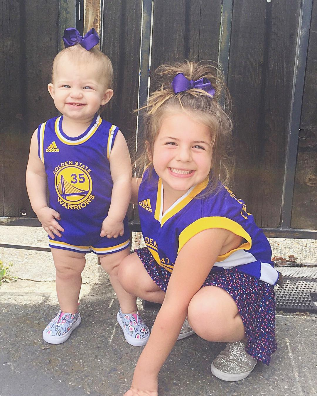 <div class='meta'><div class='origin-logo' data-origin='none'></div><span class='caption-text' data-credit='Photo submitted to KGO-TV by @iamjulesreid/Instagram'>Warriors fans show their spirit during the 2017-2018 season. Share your photos using #DubsOn7 and you may see them online or on TV!</span></div>