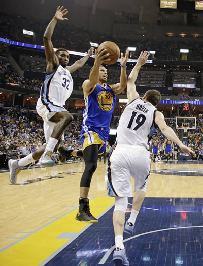 <div class='meta'><div class='origin-logo' data-origin='none'></div><span class='caption-text' data-credit='AP Photo/Mark Humphrey'>Golden State Warriors guard Stephen Curry, center, drives against Memphis Grizzlies forward Jeff Green (32)  in the second half of Game 4 of NBA basketball Western Conf. playoffs.</span></div>