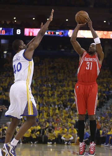 <div class='meta'><div class='origin-logo' data-origin='AP'></div><span class='caption-text' data-credit='AP Photo/Tony Avelar'>Golden State Warriors center Festus Ezeli (31) dunks against Houston Rockets guard Corey Brewer (33) during the first half of Game 5 of the NBA basketball Western Conference finals</span></div>