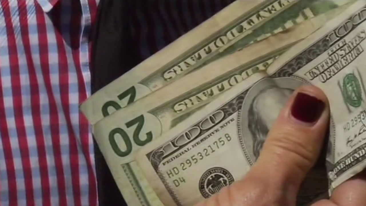 "<div class=""meta ""><span class=""caption-text "">Chasing the cash! A mystery millionaire's scavenger hunt for cash in the Bay Area stirs up a frenzy. (KGO)</span></div>"
