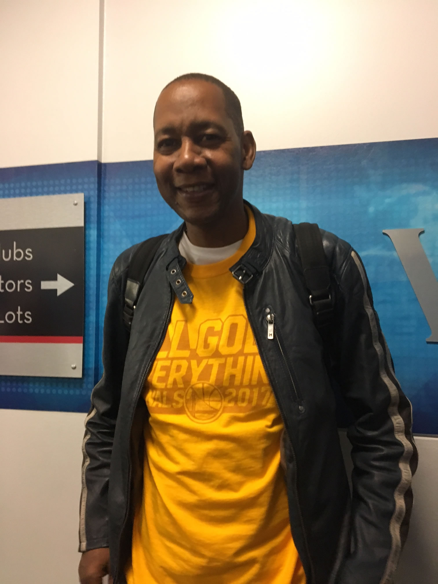 <div class='meta'><div class='origin-logo' data-origin='none'></div><span class='caption-text' data-credit=''>Oakland native and former &#34;Hangin' with Mr. Cooper&#34; star Mark Curry hangs out near the Warriors tunnel after game 2 of the NBA Finals Oakland, Calif. on Sunday, June 4, 2017.</span></div>