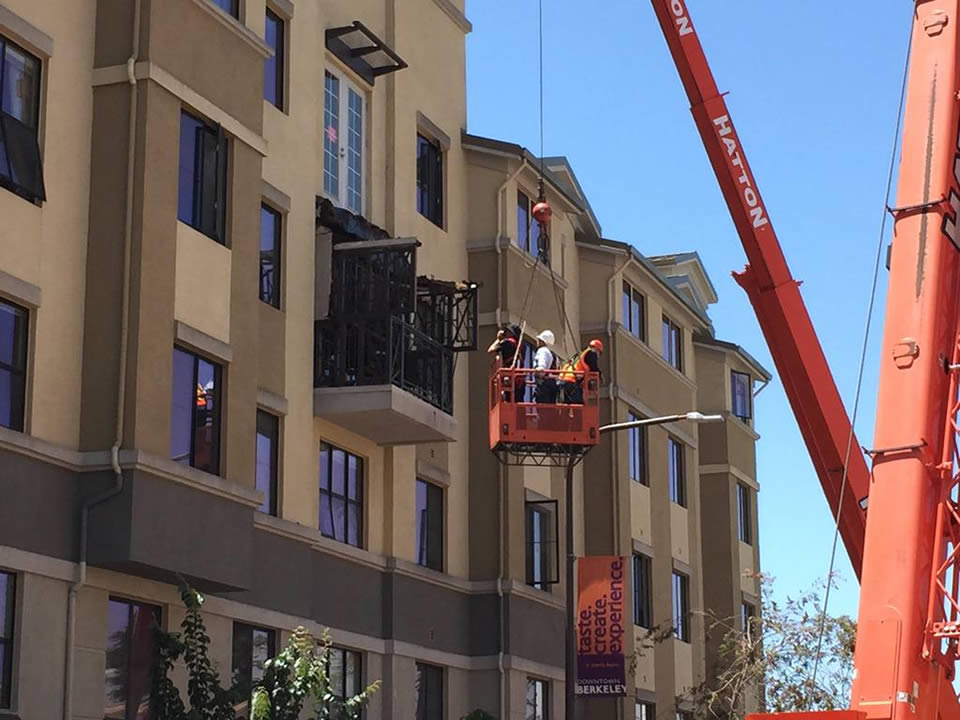 Crews examine a balcony that collapsed and killed and injured several people in Berkeley, Calif. on June 16, 2015. <span class=meta>KGO-TV/Elissa Harrington</span>