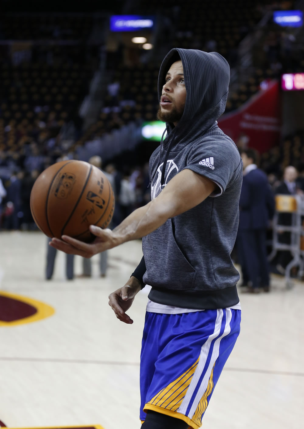 "<div class=""meta image-caption""><div class=""origin-logo origin-image none""><span>none</span></div><span class=""caption-text"">Stephen Curry warms up ahead of the NBA Finals in Cleveland, Ohio on Wednesday, June 7, 2017. (KGO-TV)</span></div>"