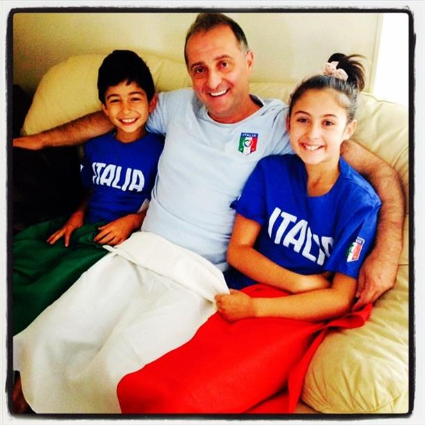 This family is rooting Italy all the way.  Keep sending in your World Cup fan photos! <span class=meta>(photo submitted by Mena D&#39;Urzo via uReport)</span>