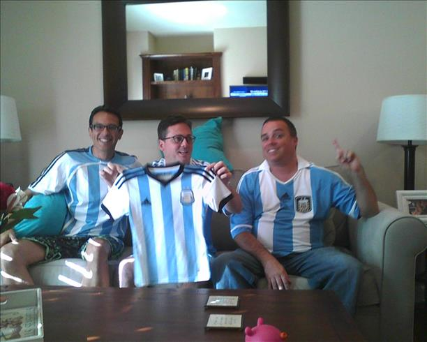 "<div class=""meta ""><span class=""caption-text "">Cheering for Argentina win!  Keep sending in your World Cup fan photos!  (photo submitted via uReport)</span></div>"