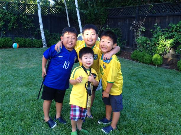"<div class=""meta ""><span class=""caption-text "">The Kim family roots for Brazil from Los Altos!  Keep sending in your World Cup fan photos! (photo submitted by Bruce Kim via uReport)</span></div>"