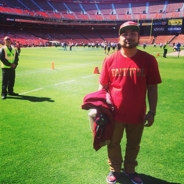 "<div class=""meta ""><span class=""caption-text "">ABC7 News Fan Reporter winner, Bernard Galang, on the field at the Legends of Candlestick game. (KGO)</span></div>"