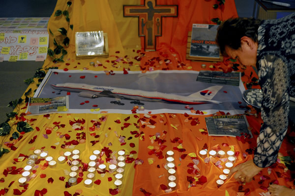 Candles are placed for a prayer for victims of the Malaysia Airlines Flight 17 at a church outside Kuala Lumpur, Malaysia, Friday, July 18, 2014 (AP Photo/Joshua Paul) <span class=meta></span>