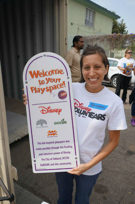 <div class='meta'><div class='origin-logo' data-origin='none'></div><span class='caption-text' data-credit='KGO Photo'>Community members and Disney VoluntEARS (yep, that includes us here at ABC7!) roll up their sleeves to get Concordia Park ready for the big Build Day!</span></div>