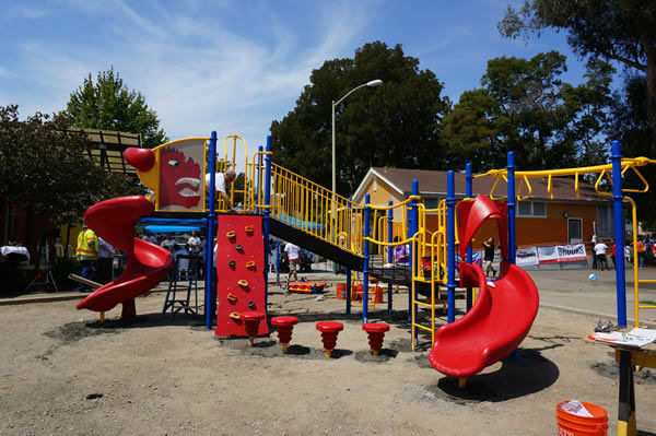 <div class='meta'><div class='origin-logo' data-origin='none'></div><span class='caption-text' data-credit=''>Wow! Look at what a community can accomplish in ONE day. ABC7 is proud to be part of Concordia Park! We believe #playmatters #whereyoulive</span></div>