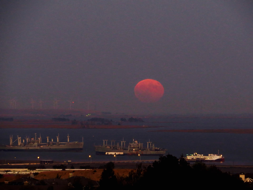 "<div class=""meta image-caption""><div class=""origin-logo origin-image none""><span>none</span></div><span class=""caption-text"">ABC7 viewers shared their photos of the harvest moon on Friday, September 16, 2016. This image from Paula D. was taken in Benicia, Calif. (Photo submitted to KGO-TV by Paula D./Facebook)</span></div>"