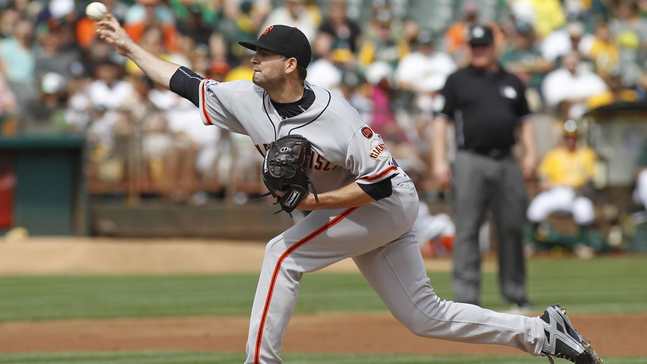 Giants pitcher Chris Heston throws to the Oakland Athletics during the first inning of a baseball game, Sunday, Sept. 27, 2015, in Oakland, Calif. (AP Photo/George Nikitin)