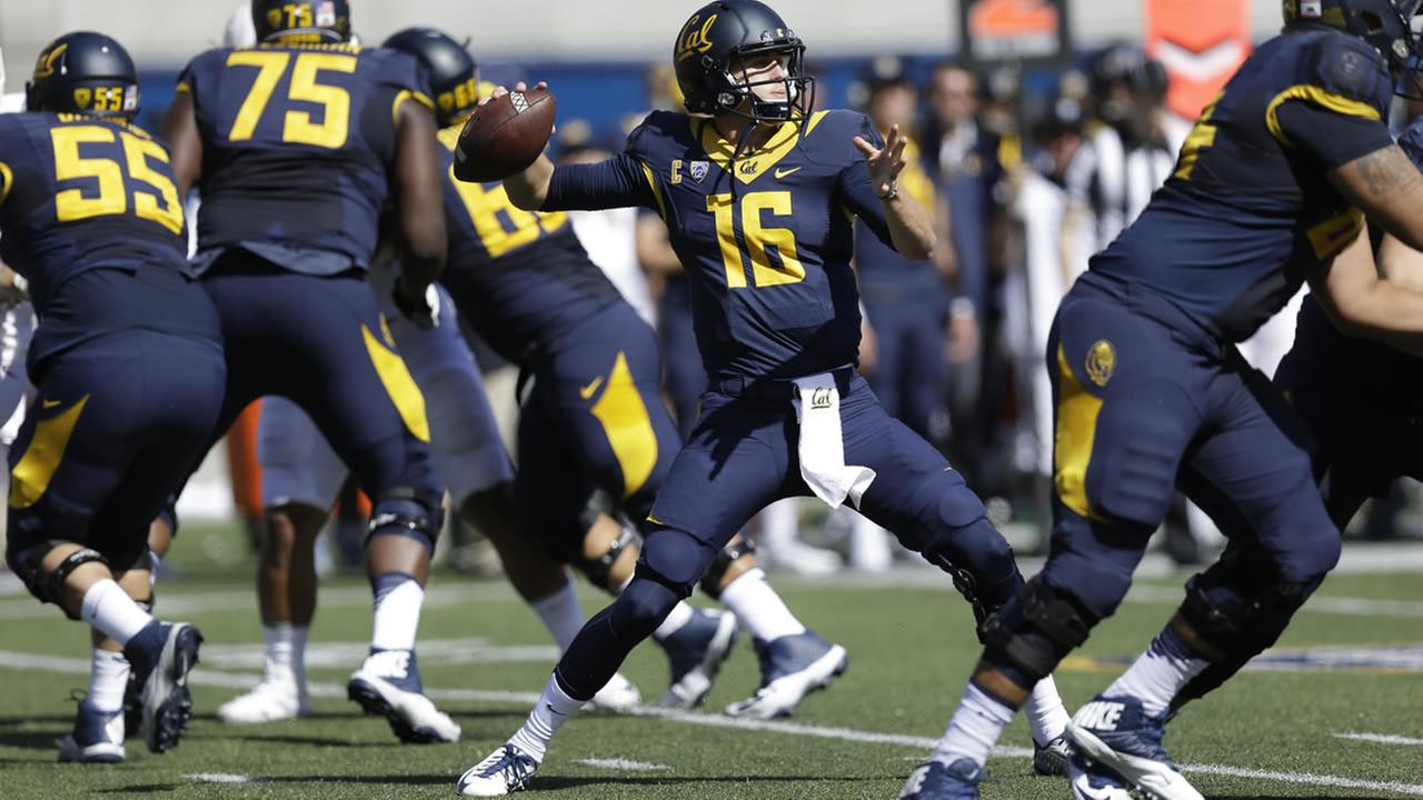 California quarterback Jared Goff passes against Washington State during the first half of an NCAA college football game Saturday, Oct. 3, 2015, in Berkeley, Calif.