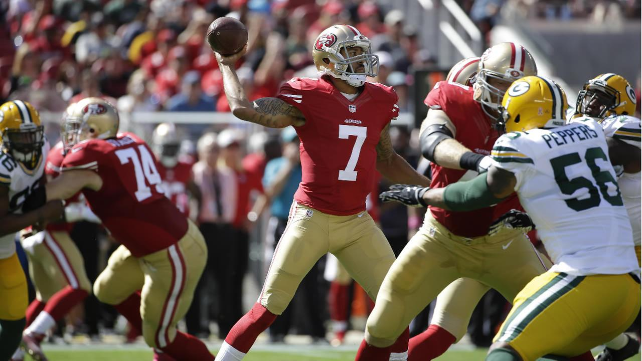 49ers Colin Kaepernick (7) passes against the Green Bay Packers during the first half of an NFL football game in Santa Clara, Calif., Sunday, Oct. 4, 2015. (AP Photo)
