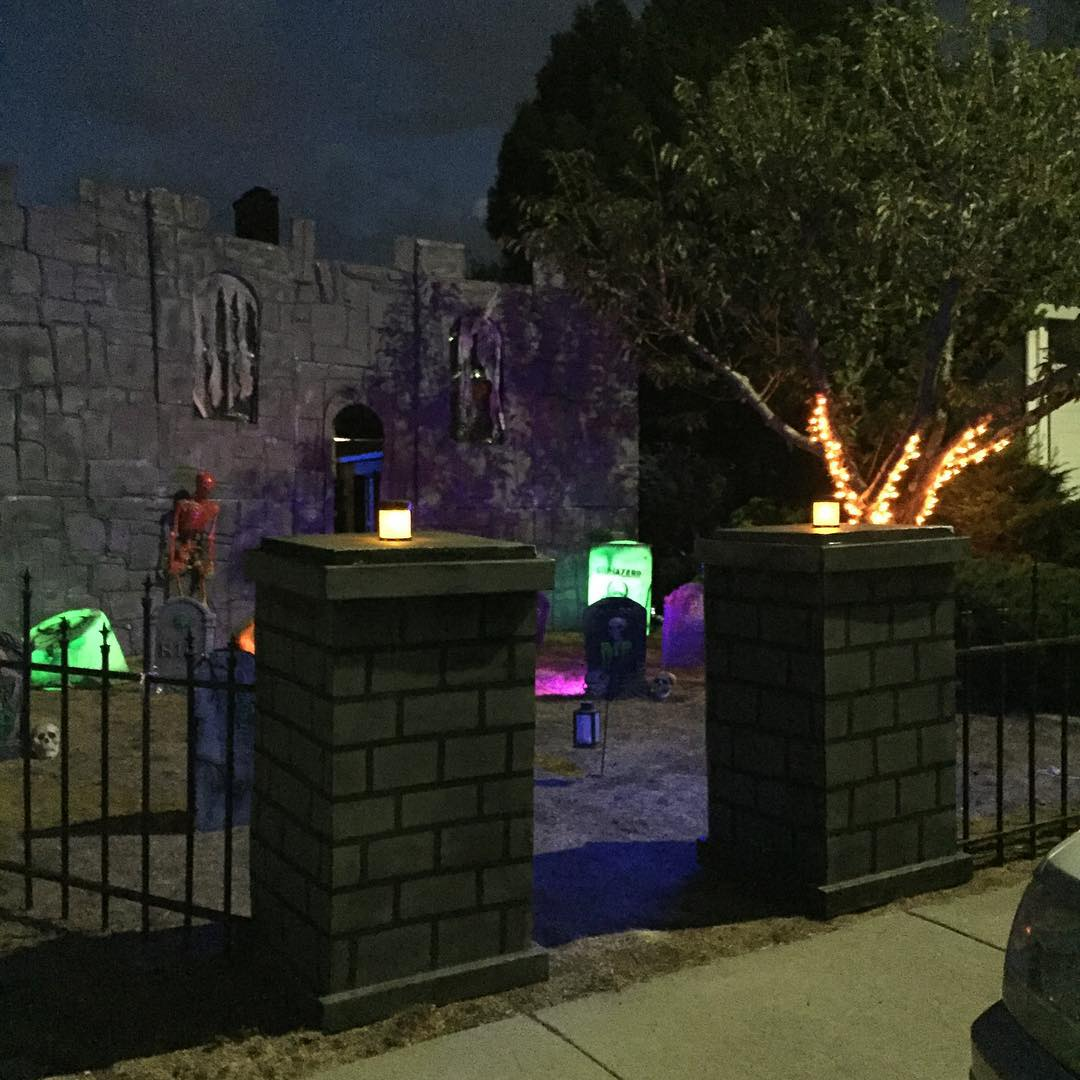 "<div class=""meta image-caption""><div class=""origin-logo origin-image none""><span>none</span></div><span class=""caption-text"">This haunted house in Castro Valley, Calif. is ready for Halloween. Share your photos with us by tagging them on Twitter, Instagram, or Facebook with #SpookyOn7! (Photo submitted to KGO-TV by @toyhaunter/Instagram)</span></div>"