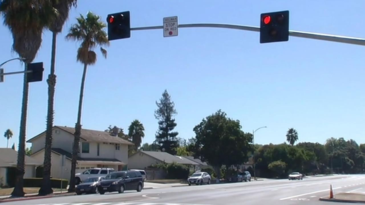 A new stoplight in San Jose at a busy four-lane intersection at Snell Avenue  is causing some confusion among drivers.