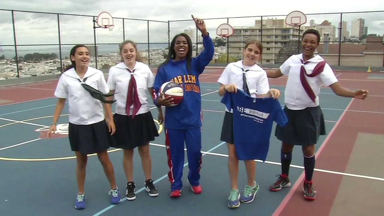 In October 2015, Fatima TNT Maddox, the only woman on the Harlem Globetrotters exhibition team, stopped by a school in San Francisco to talk about bullying prevention.