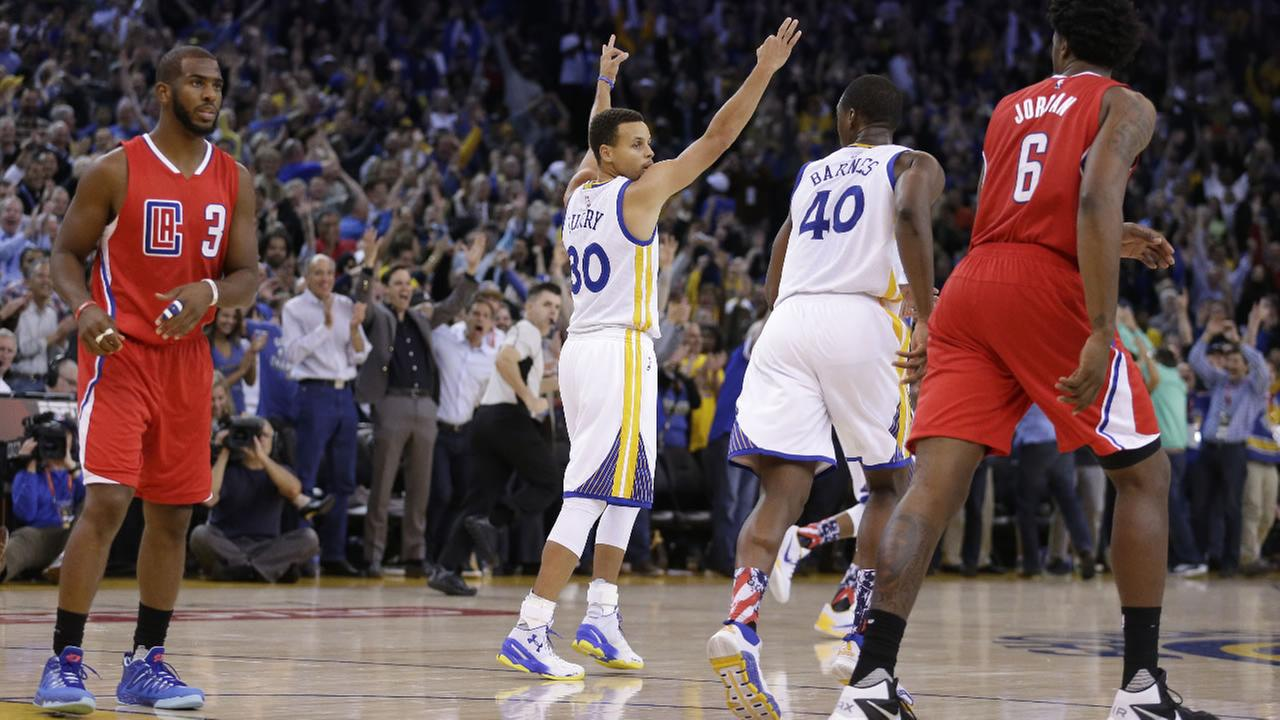 Golden State Warriors Stephen Curry (30) celebrates a score against the Los Angeles Clippers during the second half of an NBA basketball game Wednesday, Nov. 4, 2015, in Oakland.