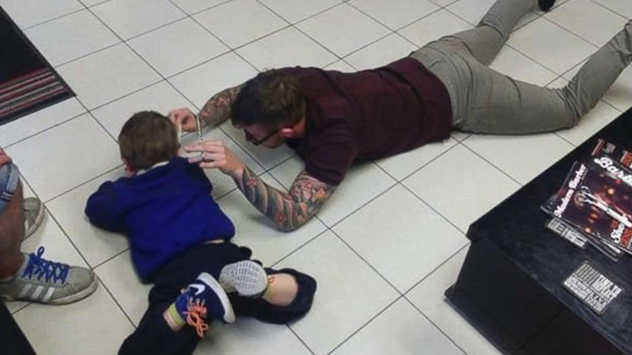 Photos of a British barber giving a young boy with autism a haircut have gone viral.ABC News