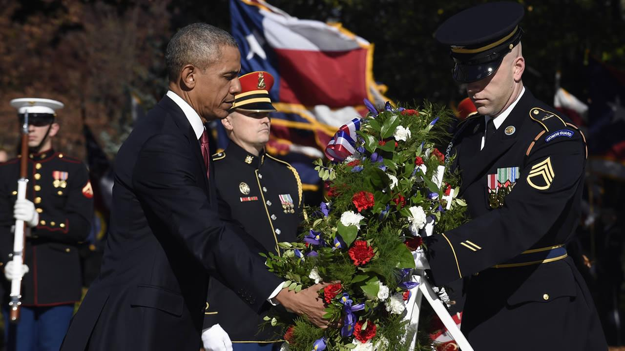 President Barack Obama lays a wreath at the Tomb of the Unknowns, Wednesday, Nov. 11, 2015, at Arlington National Cemetery in Arlington, Va. during Veterans Day ceremonies. (AP Photo/Susan Walsh)
