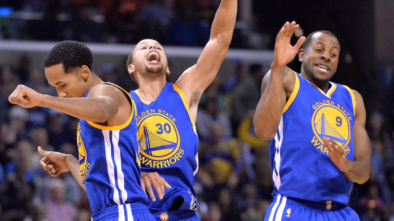 Golden State Warriors Shaun Livingston, left, Stephen Curry (30), and Andre Iguodala (9) celebrate after Currys three-point score to beat the buzzer ednesday, Nov. 11, 2015.