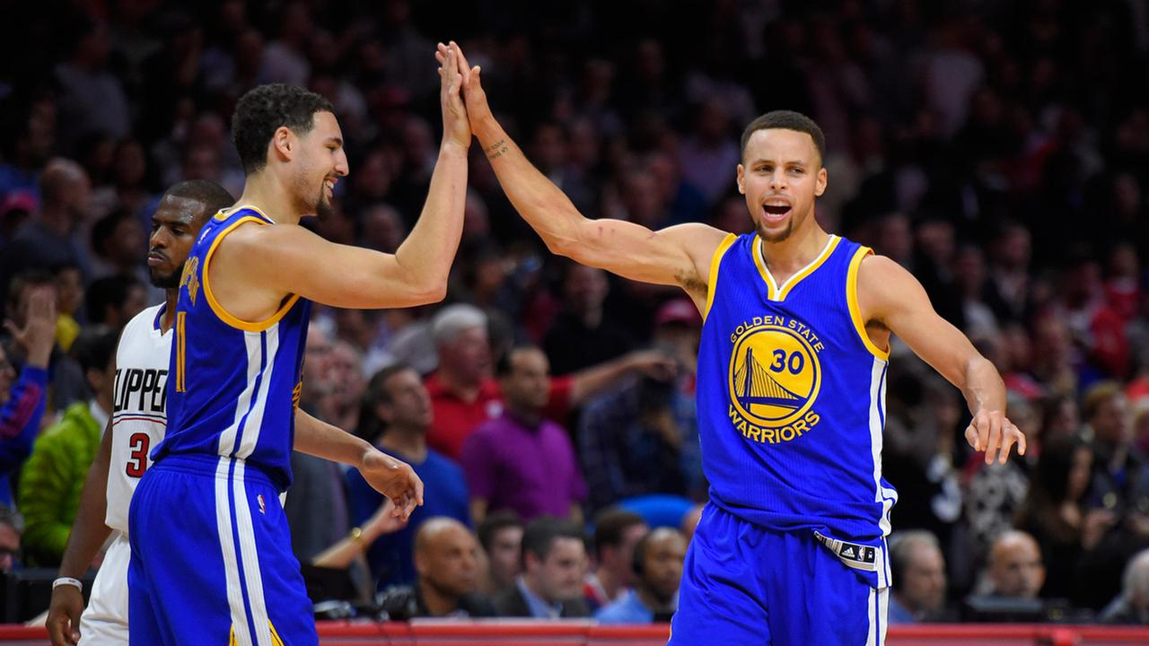 Golden State Warriors guard Stephen Curry, right, celebrates with guard Klay Thompson, Thursday, November 20, 2015.