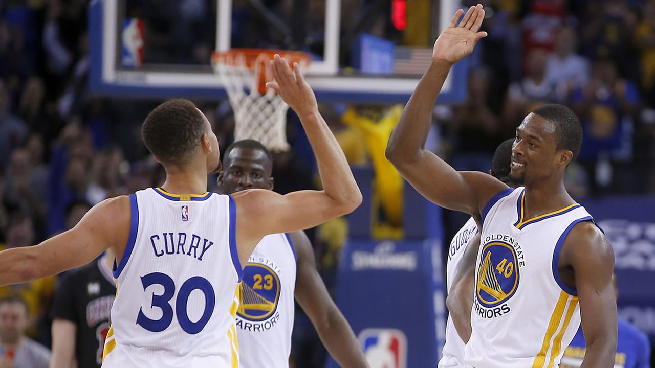 Golden State Warriors forward Harrison Barnes high fives Stephen Curry