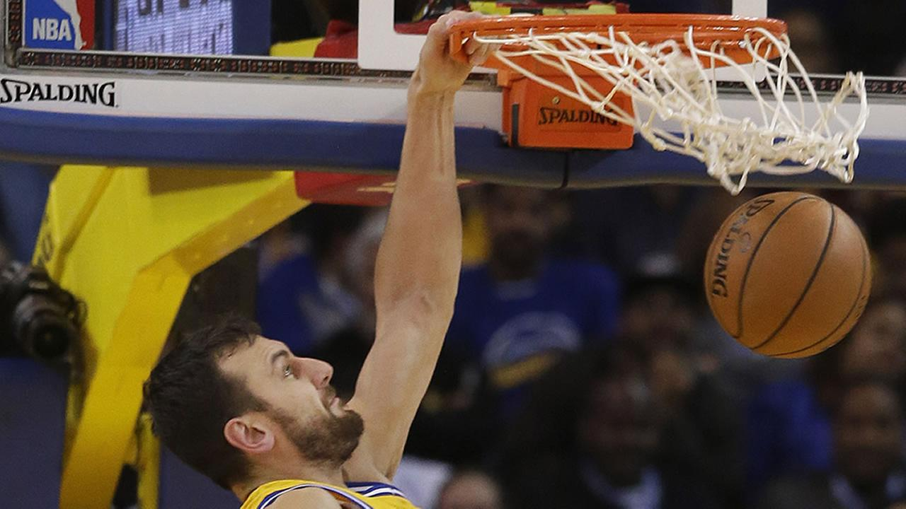Golden State Warriors center Andrew Bogut dunks