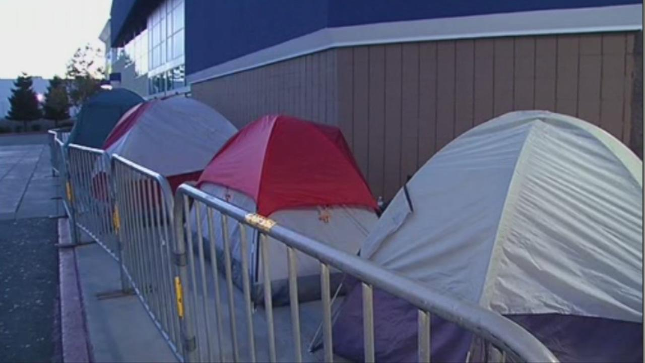 Shoppers pitch tents ahead of Black Friday in Emeryville, Calif., on Thursday, Nov. 26, 2015.