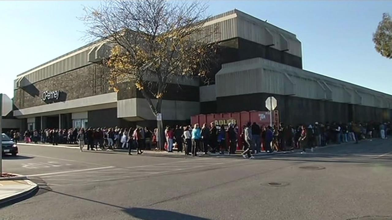 A line of shoppers stretches around a JC Pennys in San Jose, Calif. on Thanksgiving Nov. 26, 2015.
