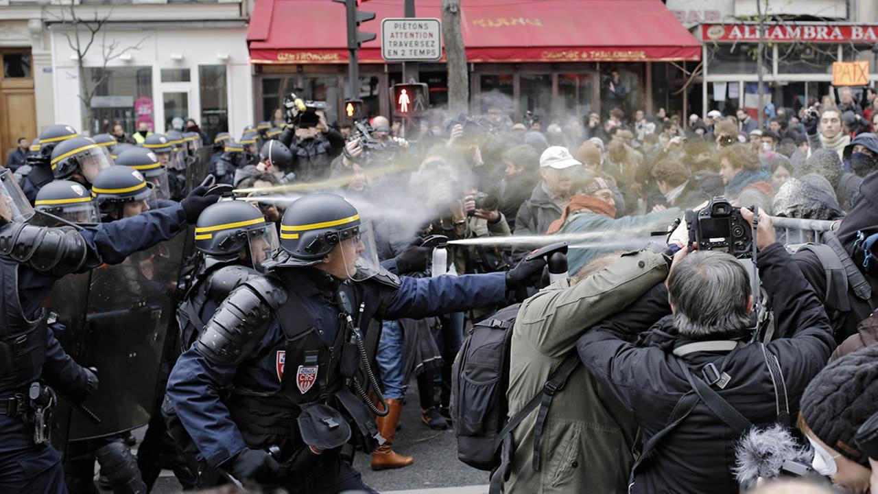 Policemen fight with activists in Paris