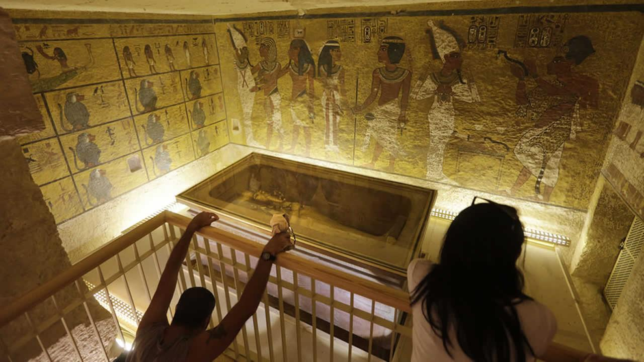 tourists look at the tomb of King Tut