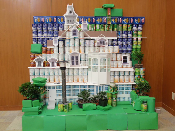 """<div class=""""meta image-caption""""><div class=""""origin-logo origin-image """"><span></span></div><span class=""""caption-text"""">HISTORIC MEEK ESTATE MANSION: This display was made from 815.13 pounds of food.</span></div>"""