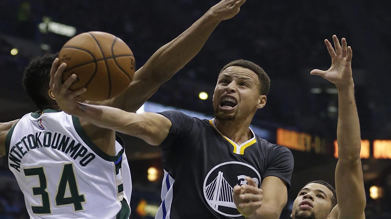 Golden State Warriors Stephen Curry goes up for a layup against Milwaukee Bucks in an NBA basketball game on Saturday, Dec. 12, 2015, in Milwaukee.