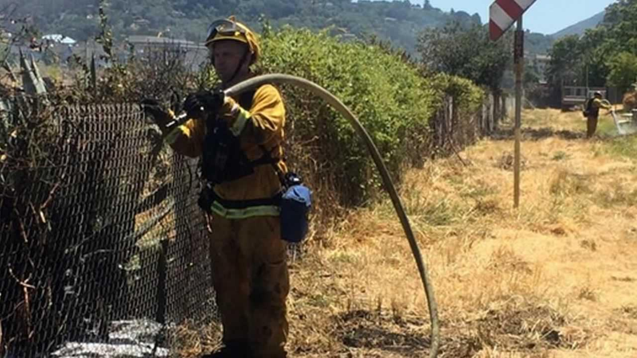 Firefighters have contained a 5-acre, 2-alarm hillside grass fire.