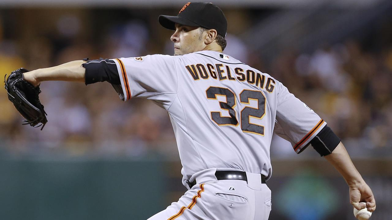 San Francisco Giants starting pitcher Ryan Vogelsong throws in the baseball game against the Pittsburgh Pirates, , Aug. 23, 2015, in Pittsburgh. (AP Photo/Keith Srakocic)