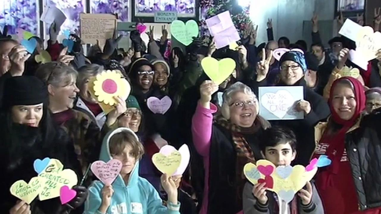 community in Richmond holds up messages of love