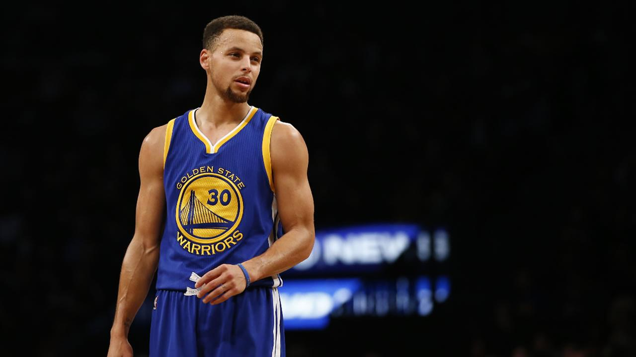 Warriors thump Cavaliers in rematch