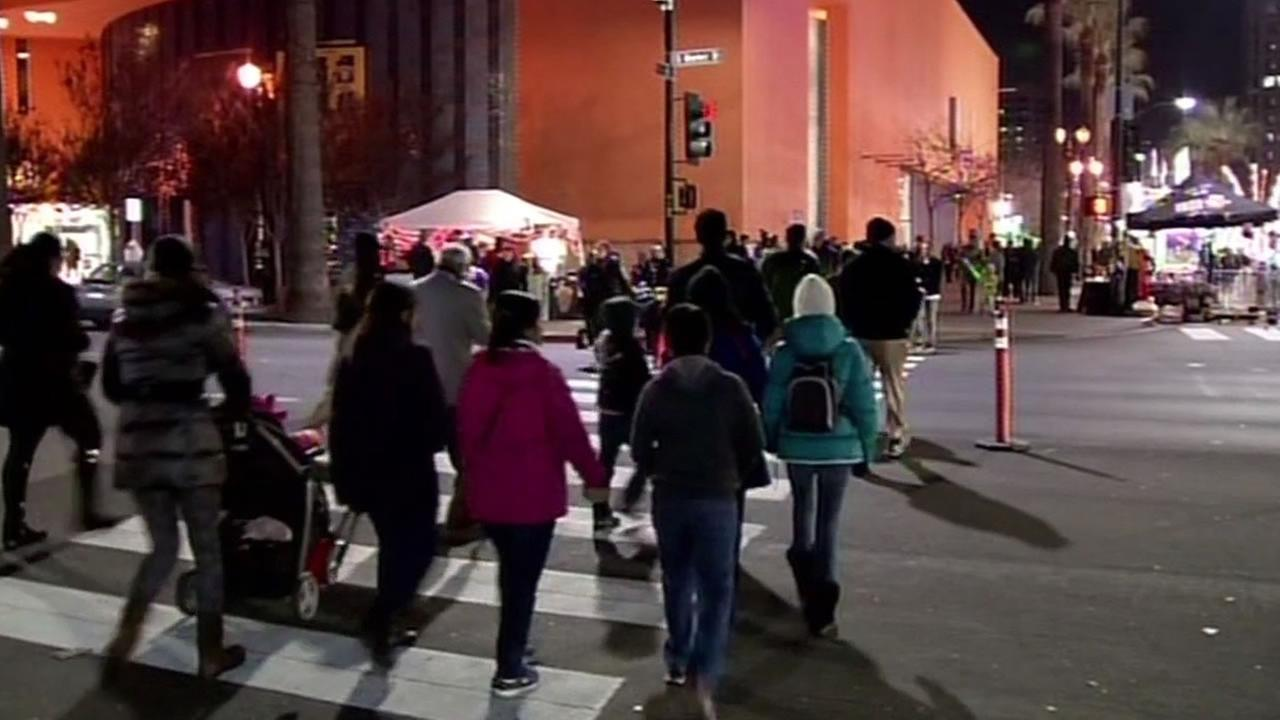 people in San Jose are walking to New Years Eve events