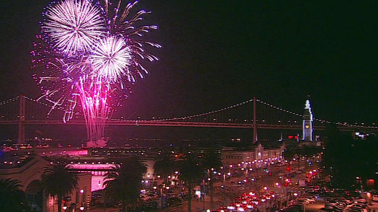A spectacular fireworks show lit up the San Francisco Bay to ring in the new year, Friday, January 1, 2016.